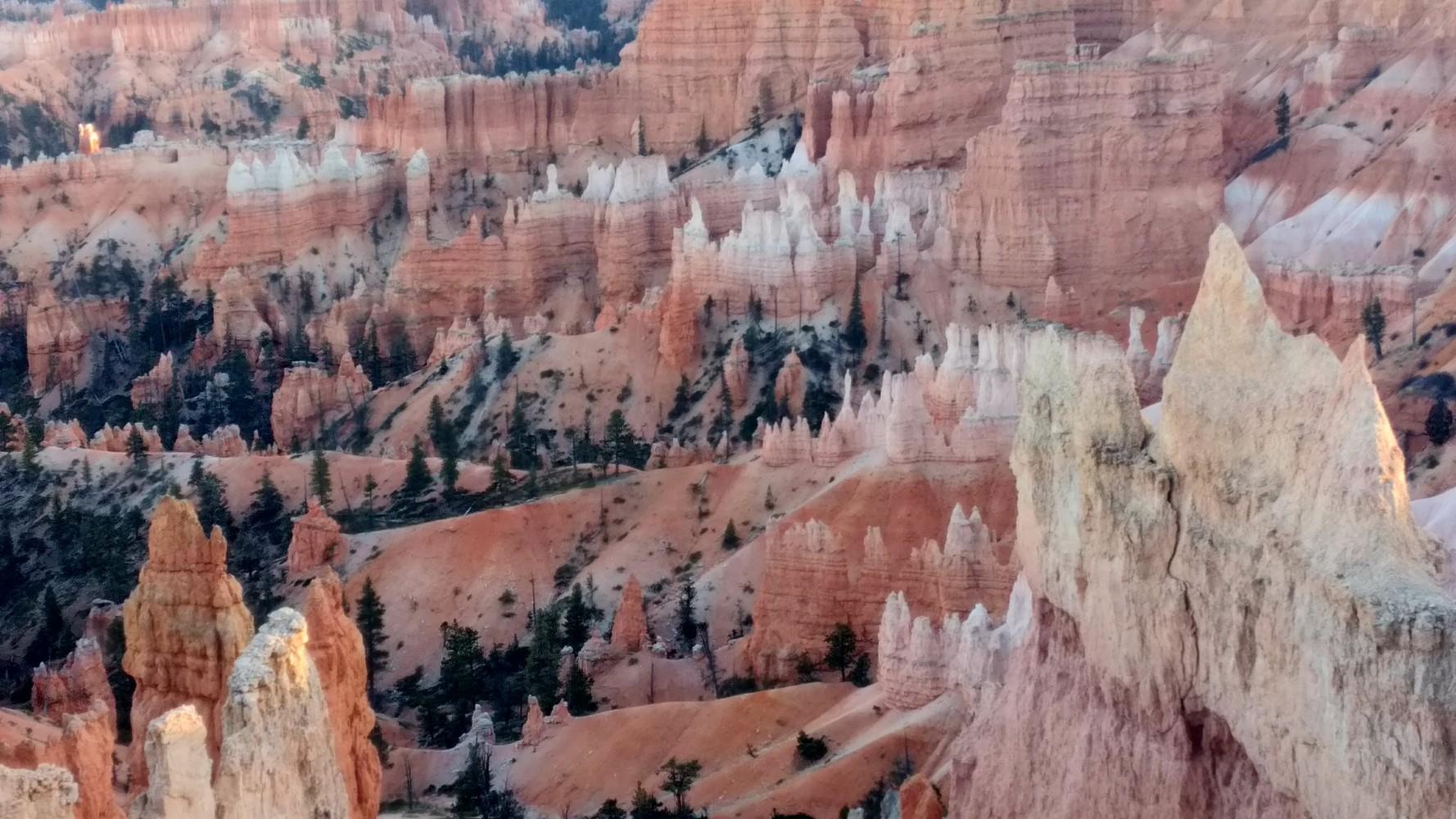 Bryce Canyon by JellyBeast